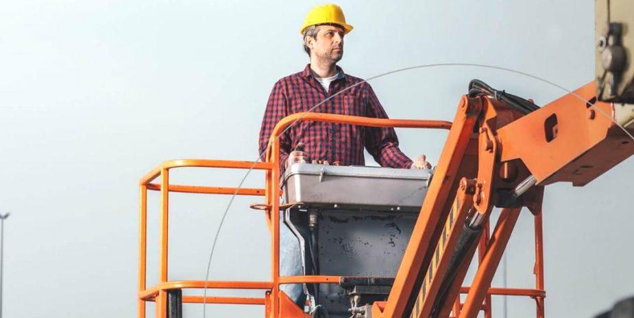 Zwyżka to rodzaj podestu koszowego, umieszczonego na przyczepie samochodowej, z wysięgnikiem i platformą